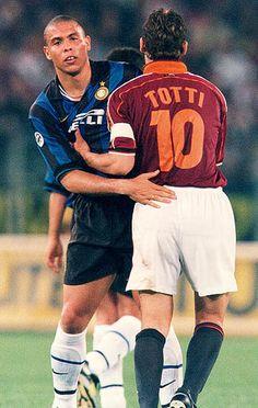 Ronaldo and totti two legends in Italian soccer Legends Football, Football Icon, Best Football Players, Football Is Life, Retro Football, World Football, School Football, Rugby Players, Vintage Football