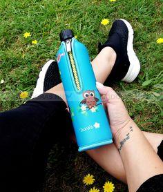 Környezettudatos, BPA-mentes termék. A neoprén huzat több órán át tartja a beletöltött folyadékok hőmérsékletét. KATTINTS RÁ! | #bio #drinking #környezetbarát #environmentally_friendly #doras #biodoras #környezettudatos #öko #termosz #kulacs #neoprén #neoprén_huzat #üvegkulacs #flask #kék #blue #trendi #design #dizájn #menő #sport #sport_felszerelés #műanyagmentes #plasticfree #bpamentes #bpafree #sportfelszerelés #waterbottle #water_bottle #bagoly #owl Sport, Deporte, Sports