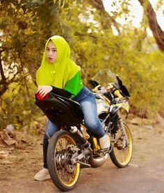 Drag Bike, Casual Hijab Outfit, Girl Hijab, Motorcycle, Yen, Vehicles, Model, Ninja, Outfits