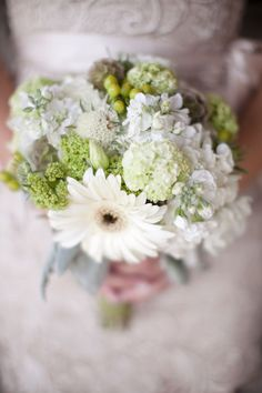 Cream and green bouquet - mixed floral Fall Wedding Flowers, Green Wedding, Floral Wedding, Wedding Bridesmaid Bouquets, Deco Floral, Pretty Flowers, Beautiful Bride, Perfect Wedding, Wedding Events