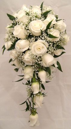 resource_show.php × - Gute Ideen Beautiful example of a cascade bouquet. I love this shape for my bridal bouquet Mom likes this but with alittle more green! The wedding cake is the center of your wedding's decor. Cascading Wedding Bouquets, Rose Bridal Bouquet, Bride Bouquets, Bridal Flowers, Bridesmaid Bouquet, Cascade Bouquet, White Rose Bouquet, Bouquet Of Roses, White Roses