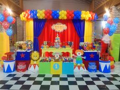 Carnival Party Decorations, Circus Carnival Party, Kids Carnival, Circus Theme Party, 1st Birthday Decorations, Carnival Birthday Parties, Circus Birthday, Birthday Balloons, Birthday Party Themes