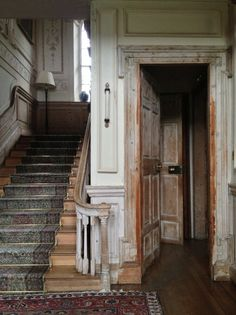 .I would love to find a old house like this and go thru redoing/remodeling/refurbish (whatever!) it!! But that takes lots of money and we can't do that anytime soon.......gotta win the lotto!