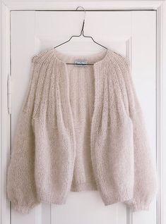 Knitting Designs, Knitting Patterns, Knit Fashion, Fashion Outfits, Minimalist Street Style, Looks Street Style, Mode Inspiration, Clothing Patterns, Knit Cardigan