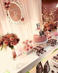 Festa de 18 anos: temas e ideias incríveis para jovens de todos os estilos Birthday Table Decorations, Balloon Decorations, 18th Birthday Party, Birthday Celebration, 18th Party Ideas, Quinceanera Party, Its My Bday, Gold Party, Backdrops For Parties