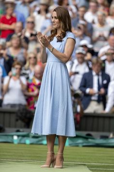 Kate Middleton Wore Aldo Shoes to WimbledonYou can find Kate middleton and more on our website.Kate Middleton Wore Aldo Shoes to Wimbledon Kate Middleton Outfits, Vestido Kate Middleton, Kate Middleton Makeup, Looks Kate Middleton, Kate Middleton Wedding, Princesa Kate Middleton, Kate Middleton Fashion, Kate Middleton Wimbledon, Estilo Real