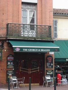 """""""The George & Dragon"""", more details on this spot (only in French) : http://fr.nomao.com/163560.html"""