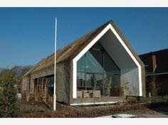 Bijzondere architectuur voor huizen | Modern rieten huis. Door Luuk