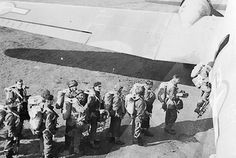 British troops of the 1st Airborne Division boarding their aircraft for Operation Market Garden, 17 September 1944. (Imperial War Museum)