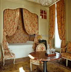 Jacques Garcia ~ In this pretty bedroom the curtains, bed hangings and upholstery are all in a matching red floral fabric chosen in counterpoint to the painted green panelling. Alcove Bed, Bed Nook, Style Français, French Style, Royal Bedroom, Bunk Beds Built In, French Bed, Interior And Exterior, Interior Design