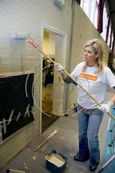 Queens & Princesses - King Willem Alexander and Queen Maxima attended the Volunteer Day by the Orange Fund. They helped renovate the gym Tricht.