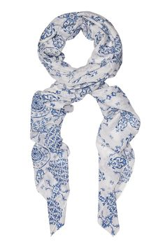 Kookai Blue/White Verona Scarf is a light-weight scarf made from a blend of 70% Cotton and 30% Silk and has a length of 145cm and a height of 140cm. The Verona Scarf is a beautiful printed scarf with a white base and cool blue symmetrical print.