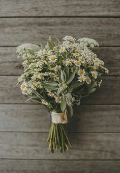 more rustic wildflower style daisy bouquet Spring Flower Arrangements, Spring Flowers, Wild Flowers, Floral Arrangements, Daisy Flowers, Photos Of Flowers, Herb Bouquet, Bouquet Garni, Bouquet Flowers