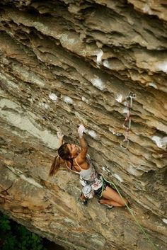 i want to do this...    tumasia:    Andrea Szekely / Kaleidoscope (5.13c) / Red River Gorge #climbing #strength #stamina