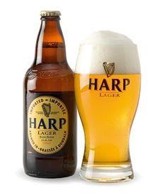 Cerveja Harp Lager, estilo Premium American Lager, produzida por Dundalk, Irlanda. 5% ABV de álcool.