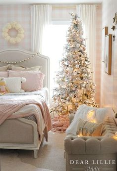 Here are the Christmas Bedroom Decorations Ideas. This post about Christmas Bedroom Decorations Ideas was posted under the Bedroom category … Shabby Chic Christmas, Christmas Home, Christmas Mantles, Victorian Christmas, Xmas, Vintage Christmas, Hallmark Christmas, Christmas Ornaments, Christmas Presents