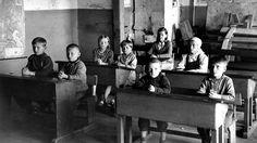 Suomen itäisin kansakoulu aloitti toimintansa Äänislinnassa (Petroskoi) 1942. Kuvalähde: SA-kuva / Yle. Pisa, Wrestling, Concert, Historia, Lucha Libre, Concerts