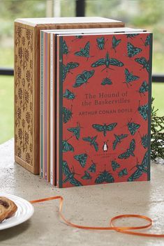 Collectable general readers' editions of the best fiction in English, from the eighteenth century to the end of the Second World War. Books To Buy, Books To Read, My Books, Robinson Crusoe, Virginia Woolf, Agatha Christie, Wells, English Library, Beautiful Book Covers