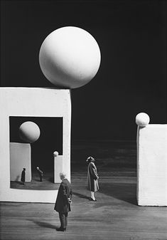 Le danger des images, 2009 © Gilbert Garcin / Courtesy Galerie Camera Obscura