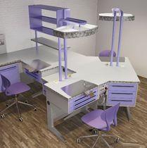 Puesto de trabajo para laboratorio dental con estantes