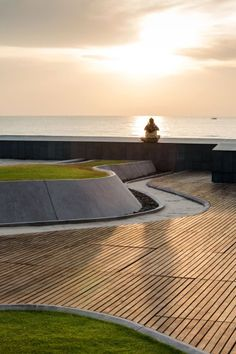 This place is Baan San Ngam condominium in Huahin. Landscape Architecture Design, Architecture Details, Modern Architecture, Architecture Portfolio, Memorial Architecture, Architecture Tools, Architecture Diagrams, Landscape Designs, Ancient Architecture