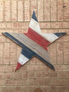 Patriotic Star Wood Sign Reclaimed Wood Star Red White and Americana Crafts, Patriotic Crafts, July Crafts, Summer Crafts, Pallet Crafts, Pallet Art, Wood Crafts, Pallet Wood, Pallet Ideas