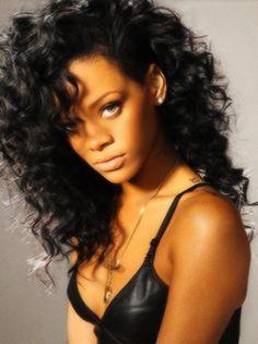 Rihanna long curly style....muy cute!