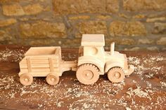 Wooden Farm Tractor and Wagon Toy por KringleWorkshops en Etsy