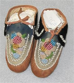 AMERICAN INDIAN MOHAWK BEADED MOCCASINS BEADWORK 1910
