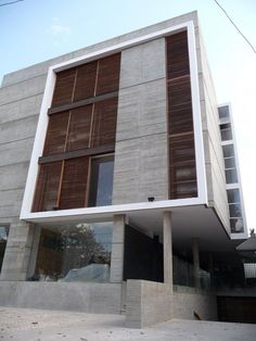 El planteamiento de un nuevo concepto de vivienda-oficina, rescata las cualidades del Loft como un único espacio de planta libre. Donde el mobiliario conformara cada ambiente.