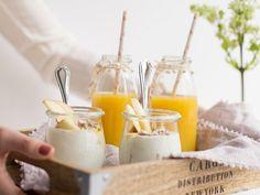 Wer seiner/seinem Liebsten eine echte Freude machen und zeigen möchte, dass er/sie sie/ihn wirklich, wirklich mag, dem hilft nur eins: Frühstück ans Bett! Wie wär´s mit Joghurt mit Äpfeln und Nüssen?