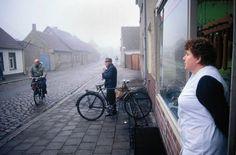Dorf im Oderbruch. Nebel hat sich über das Land gelegt | Harald Hauswald/ Ostkreuz/ Lehmstedt Verlag