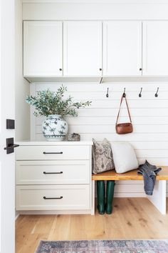 What's the element you have to have in your drop zone? & Bench seating plenty of storage coat hooks. the mudroom from has it all. & See more of this room and the rest of the home via the link in bio! Mudroom Laundry Room, Laundry Room Design, Mudroom Cabinets, Handmade Bookshelves, Decoration Entree, Style Me Pretty Living, Laundry Room Inspiration, Home Decor Accessories, Home Remodeling