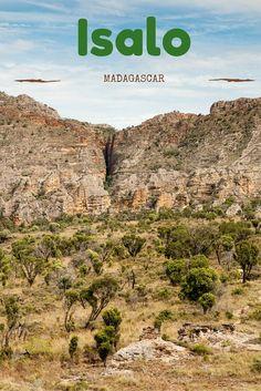 Découvrez avec nous le parc national de l'Isalo et ses splendides paysages. Randonnées, treks et observation de la faune et de la flore sont des activités que vous pourrez réaliser dans cet espace naturel exceptionnel à Madagascar.