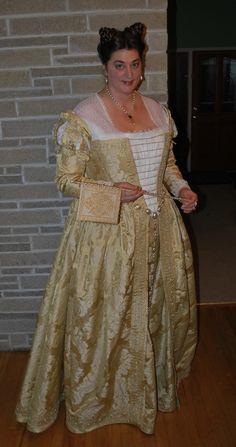 yellow-venetian-renaissance-gown-front.jpg (633×1200)
