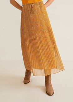 Discover the latest trends in Mango fashion, footwear and accessories. Shop the best outfits for this season at our online store. Pleated Skirt, Midi Skirt, Flare, Mango France, Mango Fashion, Chiffon Fabric, Short Skirts, Elastic Waist, Gifs