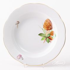 Herend fine china Soup Plate– Herend Forest Mushroom – CHMP-OR design. 1 pc – Soup Plate– vol 7 dl (23 OZ)20503-0-00 CHMP-OR The Mushroom CHMP-OR pattern is available in Tea, Coffee, Espresso and Dinner Setsas well. Dinnerware Ideas, Soup Plating, Dinner Sets, Vintage China, China Porcelain, Fine China, Espresso, Stuffed Mushrooms, Plates