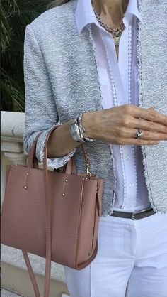 Classic-Fashion-Over-40-Ann-Taylor-Signature-Tote-Marled-Jacket