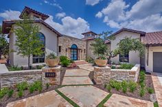4 Bedrooms Single Family Detached in San Antonio, US, United States for sale on JamesEdition Tuscany Style Homes, Front Yard Fence, Front Yards, Spanish House, Spanish Colonial, Front Courtyard, Desert Homes, Luxury Real Estate, Beautiful Gardens