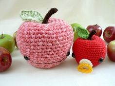 johnny apple: the cutest crochet pattern.