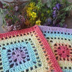 Transcendent Crochet a Solid Granny Square Ideas. Inconceivable Crochet a Solid Granny Square Ideas. Granny Square Pattern Free, Granny Square Häkelanleitung, Crochet Granny Square Afghan, Crochet Squares, Blanket Crochet, Granny Granny, Filet Crochet, Crochet Stitches, Crochet Pillow Patterns Free