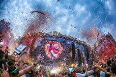 Party People. Time to Dance #TomorrowLand.  Listen &Follow to EDM WORLD RADIO 24/7  http://tunein.com/radio/EDM-World-Radio-s221447/… pic.twitter.com/cN9iG20YiG