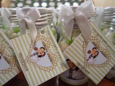 Lembrancinhas de Casamento.  Um mimo muito delicado para marcar um dia tão especial.  Contém 1 mini garrafinha (30g) com tampa prata ou dourada, rótulo personalizado + tag