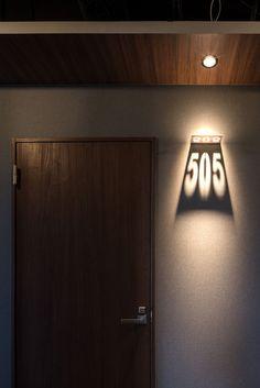 実績紹介-看板・サイン- SANTIAGO GUESTHOUSE HIROSHIMA | 広島の店舗デザイン会社 株式会社アイシード i-seed co.,ltd