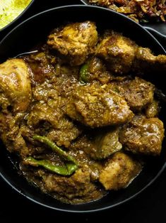 Another Sri Lankan chicken curry recipe for you. what's special about this chicken curry is the gravy. it's made with a combo of toasted coconut and raw rice with a few spices making the gravy. Spicy Recipes, Curry Recipes, Indian Food Recipes, Asian Recipes, Cooking Recipes, Capsicum Recipes, Sri Lankan Chicken Curry Recipe, Goan Chicken Curry, Pork Curry
