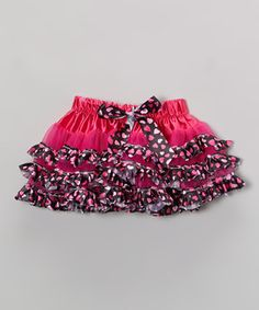 Inspiring enchanting outfits, this voluminous pettiskirt comes sewn with sweetness and topped with a bow. A satin-like waistband helps it go on comfortably and stay that way. It's the perfect imaginative accessory for fluttery fairies, butterfly princesses or anything little ladies dream of being.