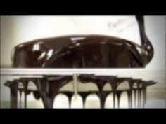 ▶ Como conseguir un glaseado brillante de chocolate / How to get a shiny chocolate glaze - YouTube