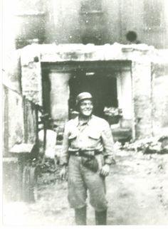 Mensebach w mundurze Technische Nothilfe podczas burzenia stolicy. Wrzesień 1944.