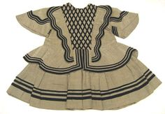 BRIEF DESCRIPTION Children dress in taffeta with black and white checkered pattern and feed of chinzat probably linen. NAME Donors :Gustav V of Sweden DATING about 1860