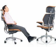 With innovative recline that provides constant support and a pivoting backrest that automatically adjusts to the needs of the spine, the Freedom chair is exceptionally comfortable and promotes movement throughout the day. @humanscale